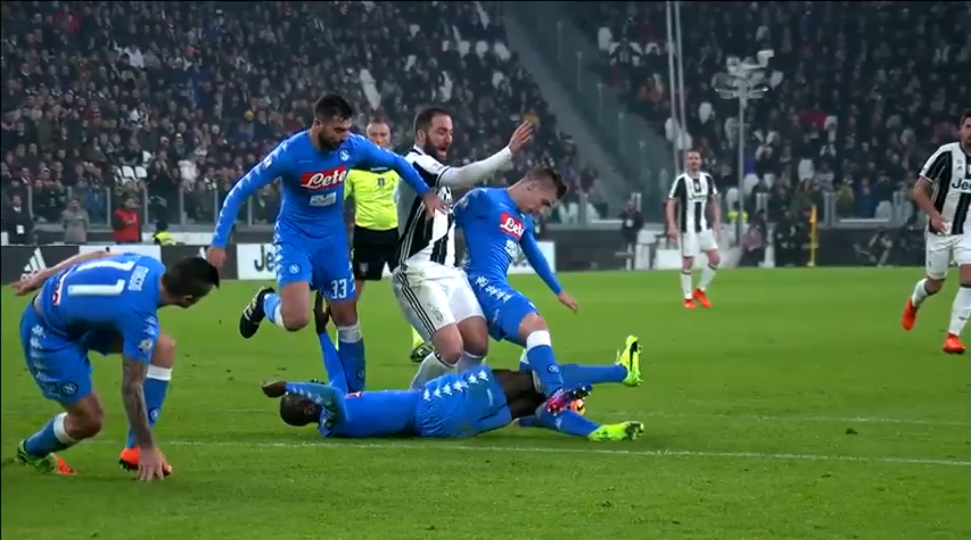 VIDEO Juventus 3 - 1 SSC Napoli Highlights - FootyRoom