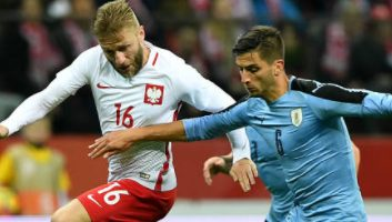 Poland  0 - 0  Uruguay