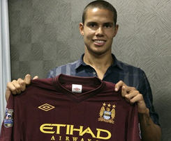Jack Rodwell completed his move from Everton to Manchester City.
