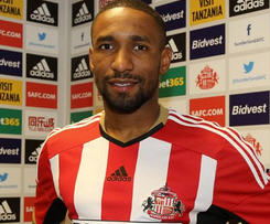 Toronto FC and England striker Jermain Defoe has completed his move to Sunderland, signing a three-and-a-half-year deal with the club.