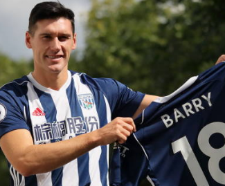 West Bromwich Albion have signed former England midfielder Gareth Barry from Everton for an undisclosed fee.