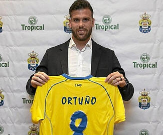 Las Palmas have completed the permanent transfer of Jonathan Viera from Granada.