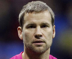 West Ham have confirmed experienced keeper Jussi Jaaskelainen has agreed personal terms with the club.