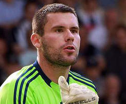 West Bromwich Albion have signed goalkeeper Ben Foster from neighbours Birmingham City for an undisclosed fee.
