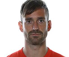 Liverpool have completed the signing of Porto midfielder Raul Meireles on a four-year deal.