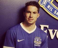 Everton have completed the signing of Bryan Oviedo from FC Copenhagen on a four-year contract for an undisclosed fee.