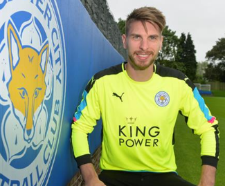 Leicester City have confirmed the signing of Hannover goalkeeper Ron-Robert Zieler for an undisclosed fee