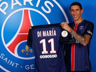 Angel Di Maria has moved from Manchester United to Paris Saint-Germain, signing a four-year contract with the French champions.