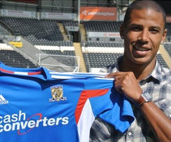 Hull City have signed former Aston Villa defender Curtis Davies from Birmingham City for an undisclosed fee, understood to be around £2.25m.