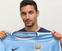 Manchester City have now officially announced the capture of Jesus Navas on a four year contract.