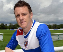 Reading have confirmed the free signing of former West Bromwich Albion left-back Nicky Shorey on a one-year deal.
