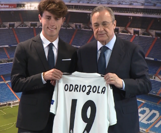 Real Madrid have completed the signing of Spain right-back Alvaro Odriozola from Real Sociedad.