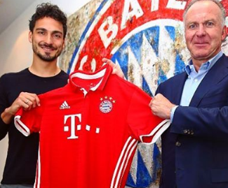 Bayern Munich announced the signing of Borussia Dortmund captain Mats Hummels to a five-year deal.