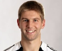 On 5 June 2010, Hitzlsperger signed for West Ham United on a three-year deal after passing a medical