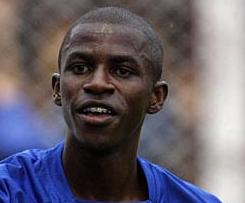 Chelsea signed Benfica's Brazil international Ramires on a four-year contract.