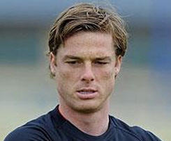 Scott Parker has completed his protracted move to Tottenham Hotspur
