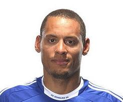 Blackburn Rovers have completed the signing of Schalke midfielder Jermaine Jones.