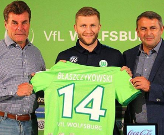 Wolfsburg have signed the Poland midfielder Jakub Blaszczykowski from their Bundesliga rivals Borussia Dortmund.