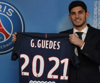 Paris St-Germain have completed the signing of Goncalo Guedes from Benfica.