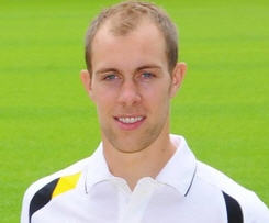 Norwich City have signed Scotland international defender Steven Whittaker, who rejected a contract transfer at Rangers.