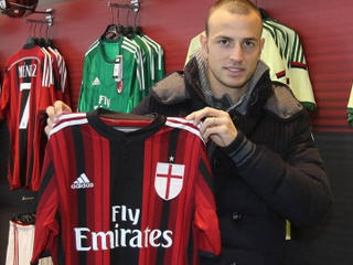 AC Milan have secured the services of Luca Antonelli from Genoa for an undisclosed fee.