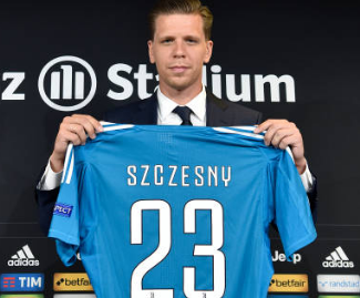 Juventus have completed the signing of goalkeeper Wojciech Szczesny from Arsenal on a four-year contract.