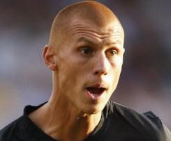 Steve Sidwell has completed his move from Aston Villa to Fulham for an undisclosed fee.