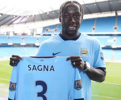 Manchester City have reached an agreement to sign Bacary Sagna from Arsenal on a three-year deal.