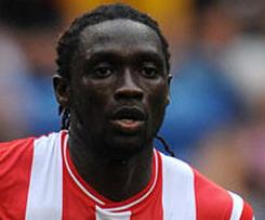 Stoke City have announced the signing of the striker Kenwyne Jones from Sunderland for a club record fee of £8m.
