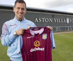 Aston Villa have signed former England midfielder Joe Cole on a two-year contract.