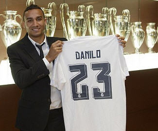 Real Madrid have completed the signing of FC Porto right-back Danilo.