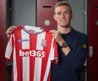 Stoke have signed midfielder Darren Fletcher on a free transfer from West Brom on a two-year deal.