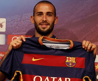 Barcelona have confirmed the signing of right wing-back Alex Vidal from Sevilla.