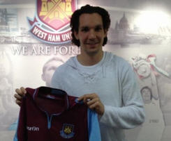 West Ham have signed former Middlesbrough defender Emanuel Pogatetz on loan until the end of the season.