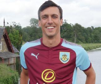 Burnley announced the signing of midfielder Jack Cork on a four-year-deal from Swansea City.