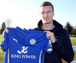 Leicester City have signed Stoke City defender Robert Huth on loan until the end of the season.