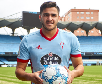 Celta Vigo has completed the signing of striker Maximiliano Gomez from 	Defensor Sporting.