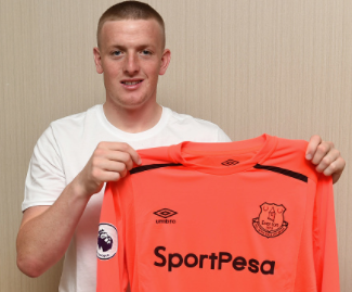 Everton have signed Sunderland goalkeeper Jordan Pickford in a club record deal, with an initial £25m fee potentially rising to £30m.