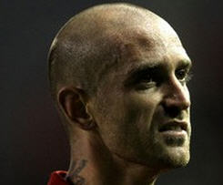 Chelsea announced the signing of Raul Meireles from Liverpool on a four-year contract