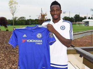 Chelsea have signed Ghana left back Abdul Rahman Baba from Bundesliga club Augsburg.