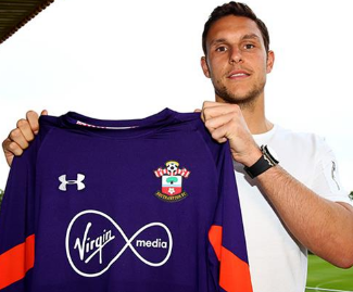 Southampton complete the signing of goalkeeper Alex McCarthy from Crystal Palace in three-year deal.