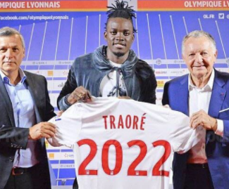 Lyon have confirmed the signing of Bertrand Traore from Chelsea on a five-year contract.