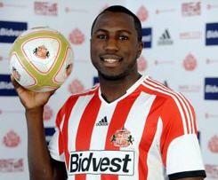 Sunderland have completed the signing of American striker Jozy Altidore from Dutch side AZ Alkmaar on a four-year deal for £6million.
