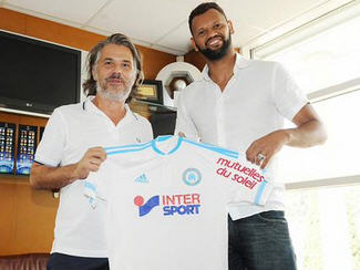 Marseille have announced the signing of former Porto centre-back Rolando.