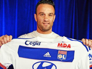 France international Mathieu Valbuena has signed for Lyon on a three-year deal for an undisclosed fee after just one season in the Russian Premier League with Dinamo Moscow.
