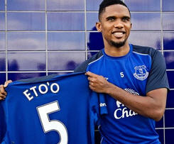 Everton have signed striker Samuel Eto'o on a two-year-deal after he was released by Chelsea last season.
