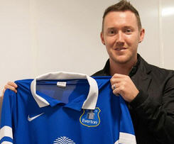 Everton have announced the signing of former Celtic winger Aiden McGeady from Spartak Moscow.
