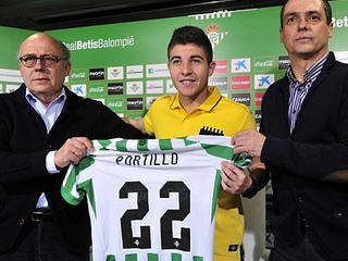 Real Betis have signed Malaga attacking midfielder Francisco Portillo for a  fee of around €1 million.