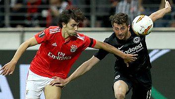 Eintracht Frankfurt  2 - 0  Benfica