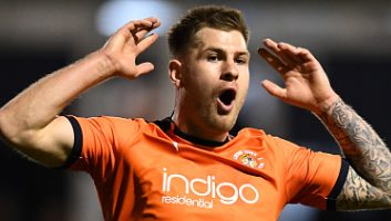 Luton Town  0 - 1  Sheffield Wednesday